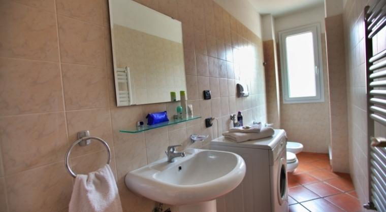 TurismoInCilento.it - B&B,Casevacanze,Hotel - Residence Villa Andrea - Marina di Camerota - Bagno dotato di lavatrice e asciugacapelli