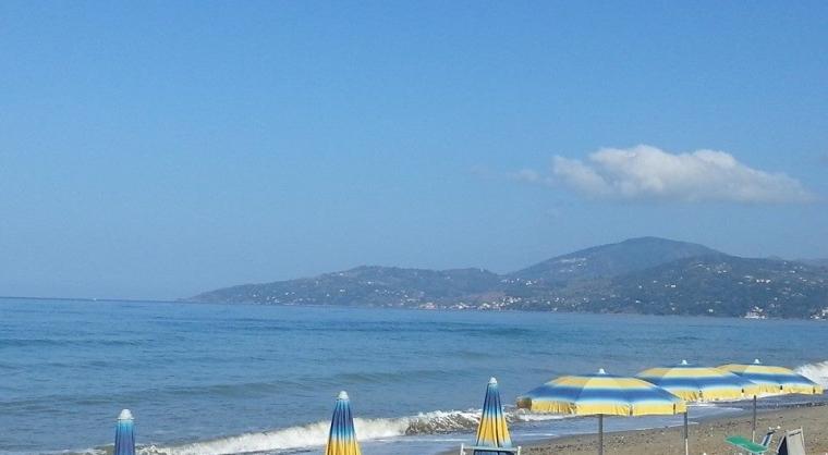 TurismoInCilento.it - B&B,Casevacanze,Hotel - Artemis Residence Club - La spiaggia privata è a circa 3 km dalla struttura.\