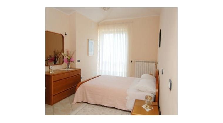 TurismoInCilento.it - B&B,Casevacanze,Hotel - LA COCCINELLA - CAMERA ROSA matr. con ampio terrazzo attrezzato