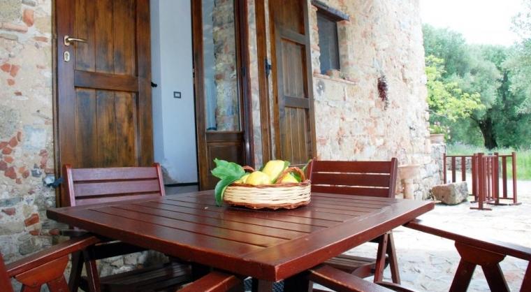 TurismoInCilento.it - B&B,Casevacanze,Hotel - Le Terme di Velia - Tavolo sotto il patìo