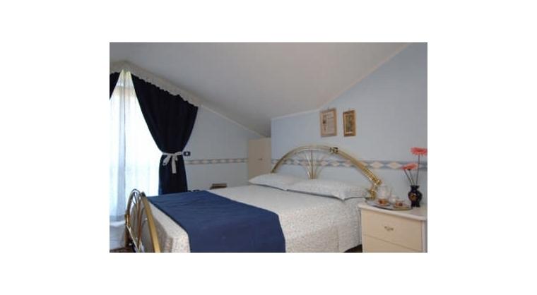 TurismoInCilento.it - B&B,Casevacanze,Hotel - LA COCCINELLA - CAMERA BLU matr. con terrazzo attrzzato  +letti aggiunti