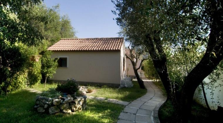 TurismoInCilento.it - B&B,Casevacanze,Hotel - Vigna del Mare - 5207 Residence Palinuro Cilento Vigna del Mare casette bilocali esterne ulivi e1321738507656