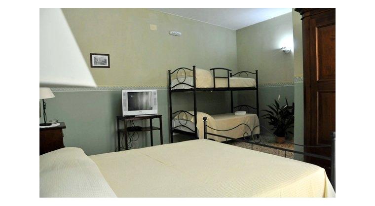 TurismoInCilento.it - B&B,Casevacanze,Hotel - Aurora - 5521 aurora castellabate Camera partenope 02