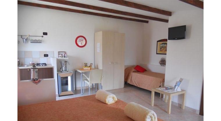 TurismoInCilento.it - B&B,Casevacanze,Hotel - Il Giardino Segreto - 5735 il giardino segreto ogliastro cilento scaletta2