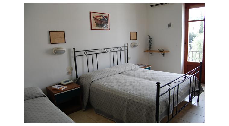 TurismoInCilento.it - B&B,Casevacanze,Hotel - Hotel Bolivar - 5740 Hotel Camerota cilento Bolivartripla superior