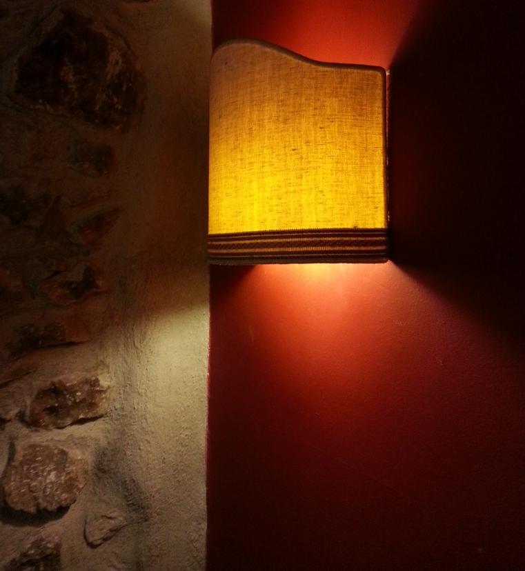 TurismoInCilento.it - B&B,Casevacanze,Hotel - Albergo - Ristorante - La Congiura dei Baroni - 6137 albergo   ristorante   la congiura dei baroni teggiano lampada muro4