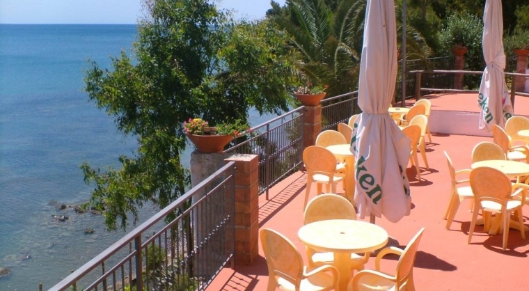 TurismoInCilento.it - B&B,Casevacanze,Hotel - hotel villaggio Hydra Club - terrazza bar