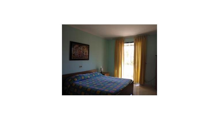 TurismoInCilento.it - B&B,Casevacanze,Hotel - CASA VACANZE VITTORIA - camera da letto con letto matrimoniale e lettino aggiunto