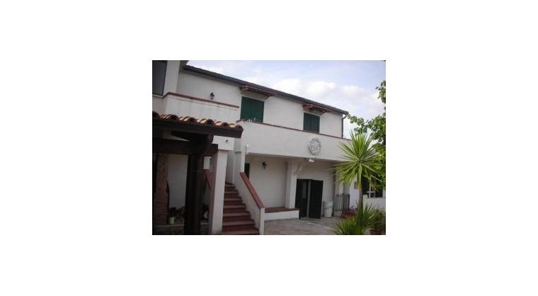 TurismoInCilento.it - B&B,Casevacanze,Hotel - CASA VACANZE VITTORIA - esterno con giardino e posto auto
