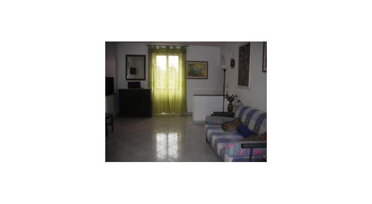 TurismoInCilento.it - B&B,Casevacanze,Hotel - CASA VACANZE VITTORIA - salone con posti letto e divano apribile - fino a 4 posti letto