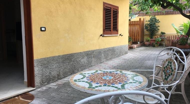TurismoInCilento.it - B&B,Casevacanze,Hotel - Casa Vacanze Agropoli (zona centrale / porto) - Patio